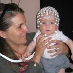 Un bébé de 5 mois qui a participé à cette étude avec sa mère.