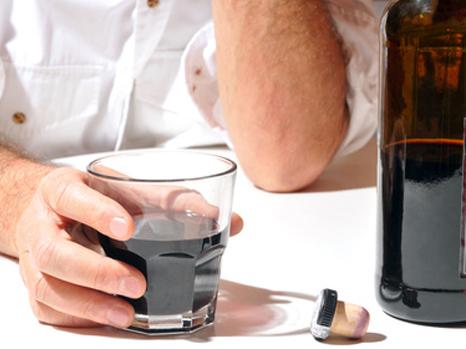 Démence: les buveurs modérés moins touchés que les abstinents