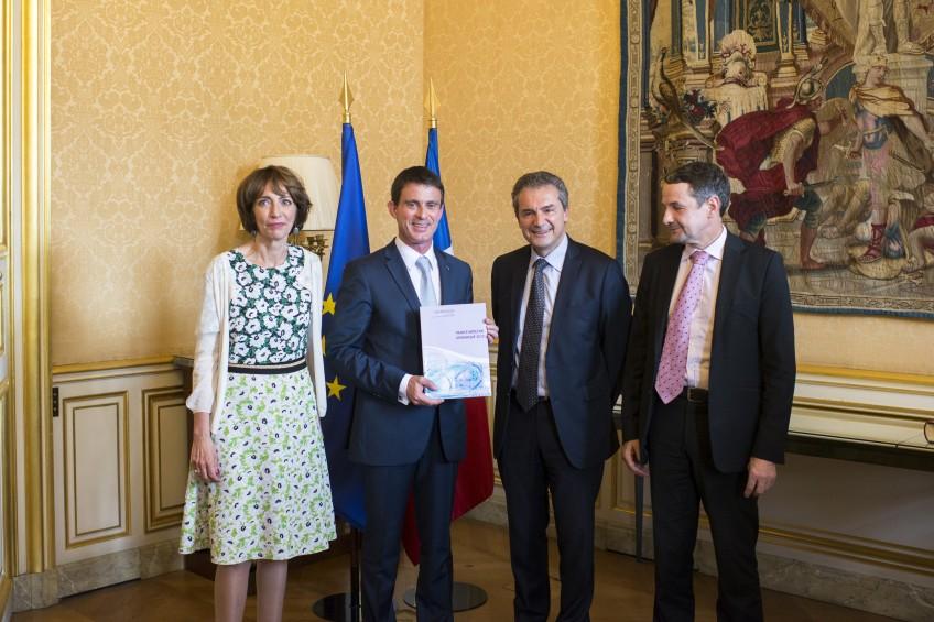 Remise du Plan Médecine Génomique 2025 à Manuel Valls