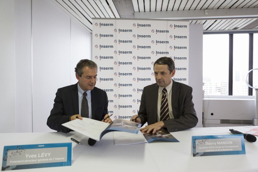 signature du contrat d'objectif INSERM